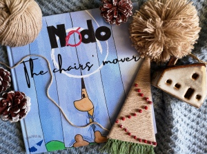 Nodo the chairs' mover, a story written by Daniele Frau and illustrated by Gabriele Manca, DMQproductions.